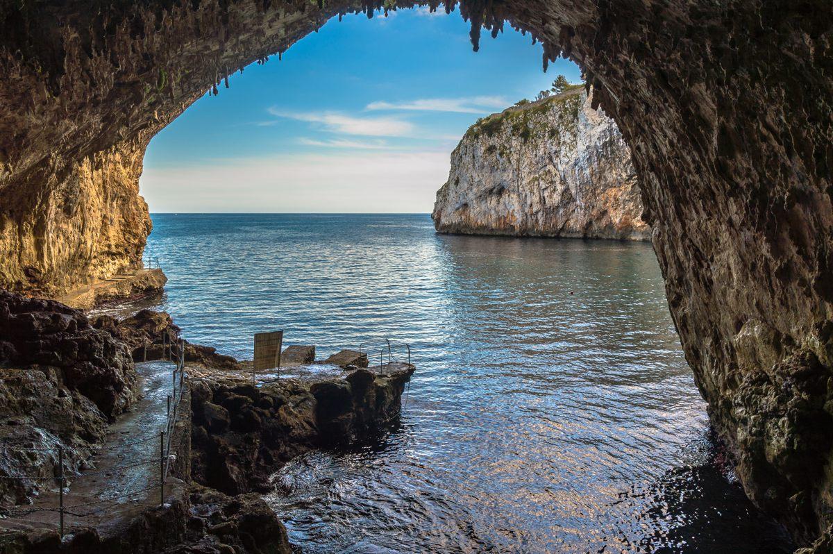 La Grotta Zinzulusa, da visitare a piedi o in barca